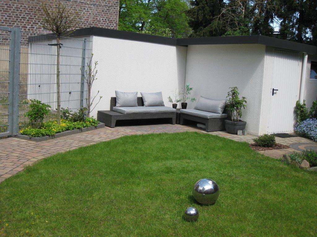 záhradný domček s nábytkom