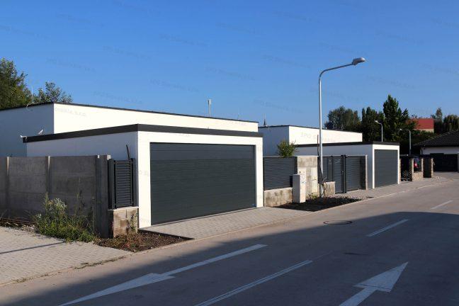 Dve garáže pre dve autá pri radovej zástavbe rodinných domov