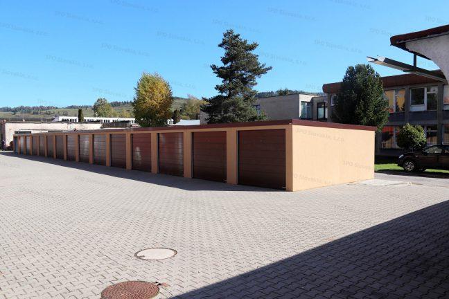 Radová garáž pre 15 áut v hnedej omietke