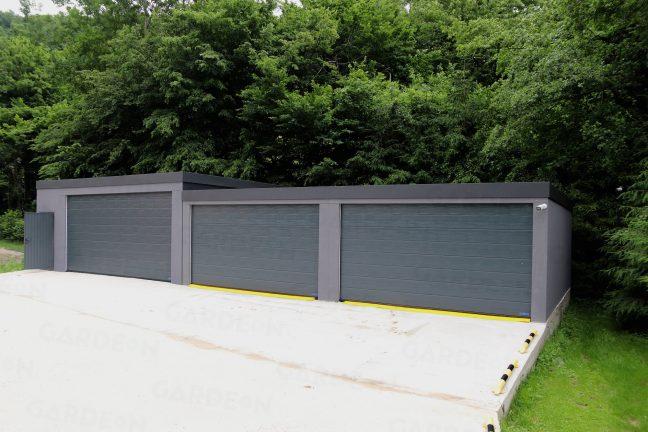 Montovaná garáž na mieru s antracitovými garážovými bránami