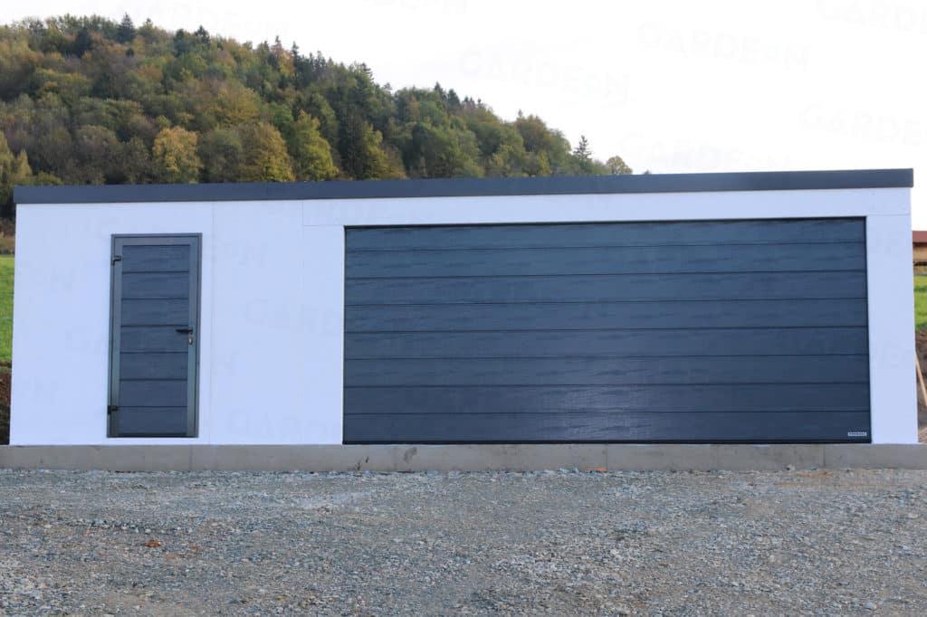 Montovaná garáž pre dve autá v bielej omietke