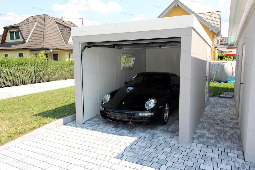 Porsche vo vnútri izolovanej montovanej garáže GARDEON