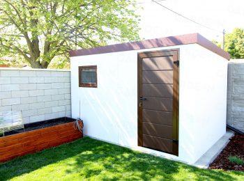 Bielo hnedý záhradný domček s rovnou strechou