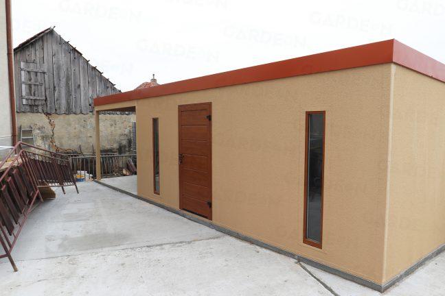 Atypický záhradný domček v béžovej farbe
