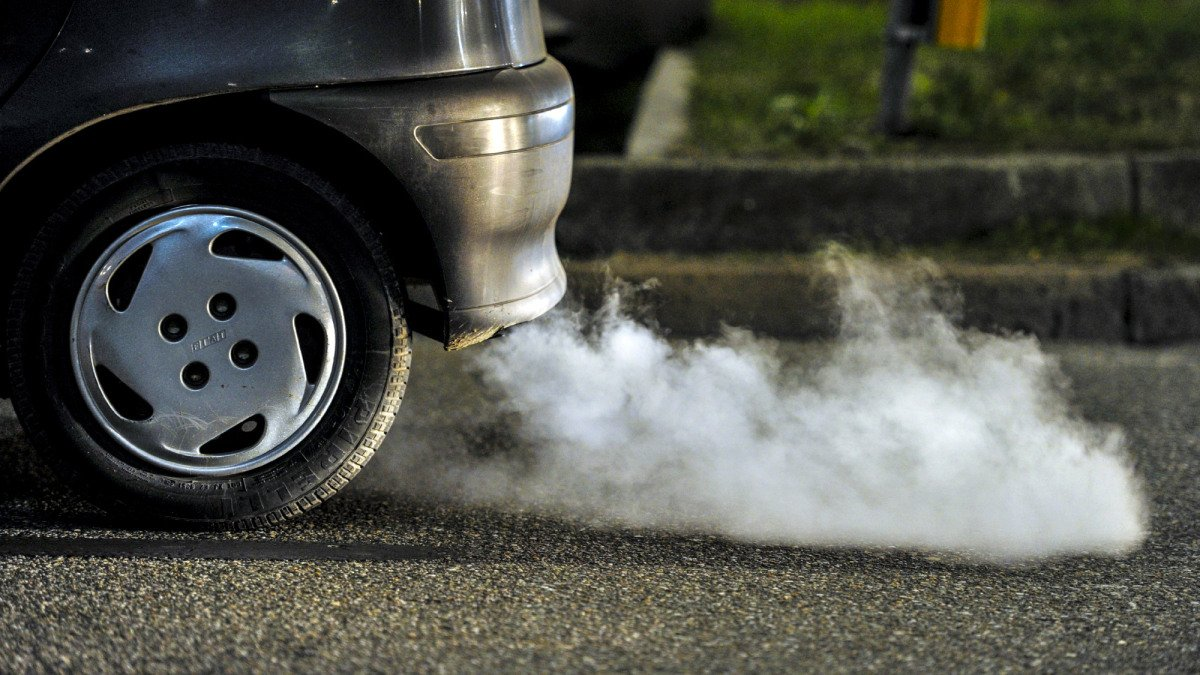 Výfukové plyny z auta