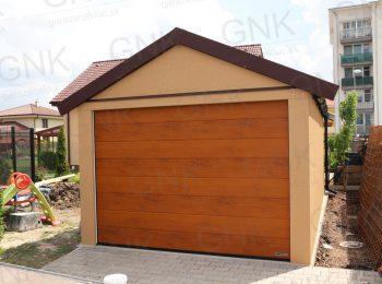 Garáž pre jedno auto so sedlovou strechou v hnedej farbe