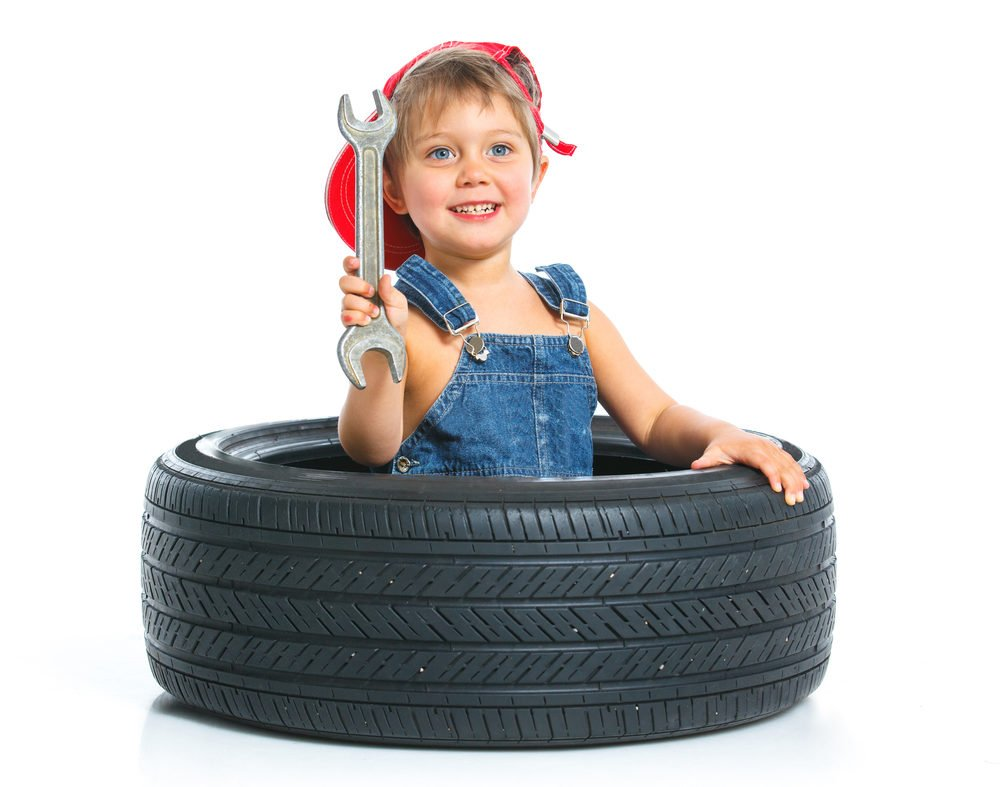 Chlapec v pneumatike