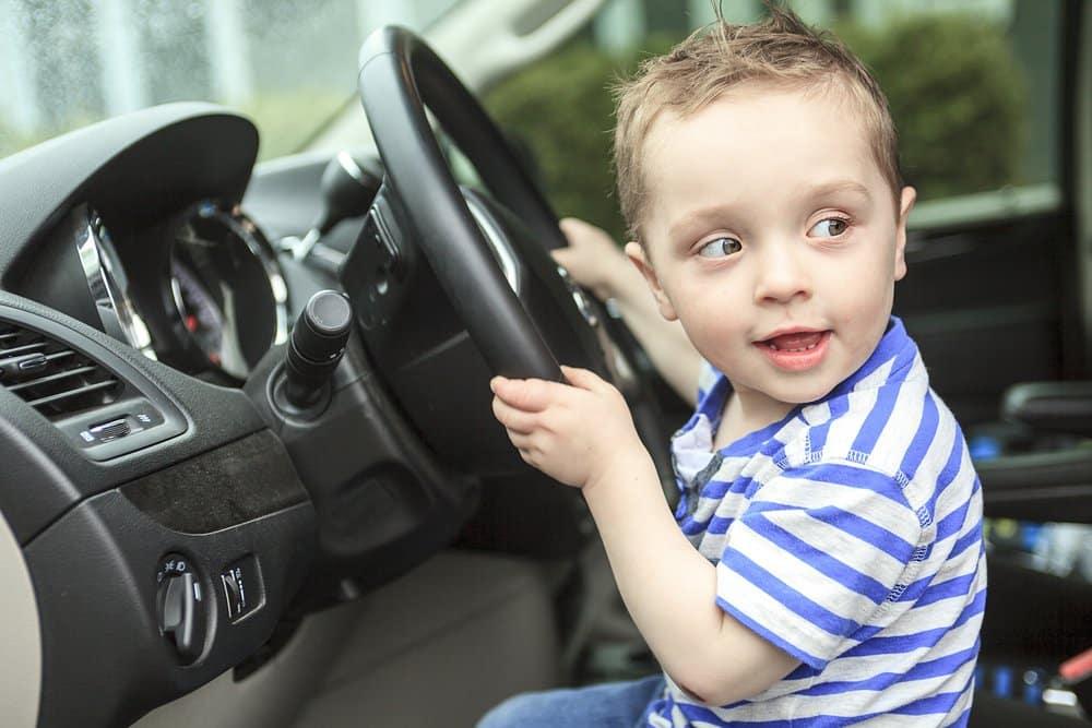 Dieťa za volantom