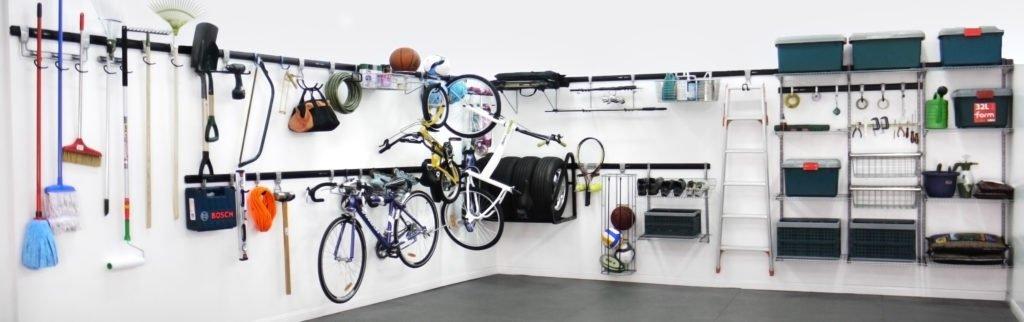 Policový systém v garáži