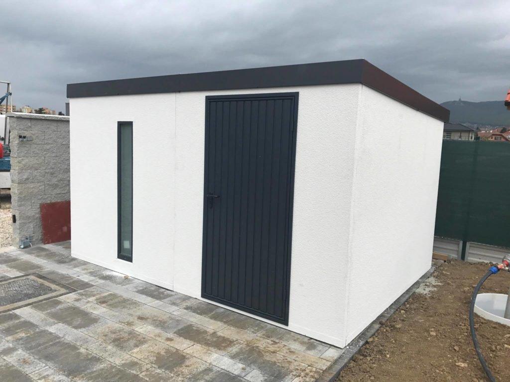 montovaný záhradný domček s omietkou