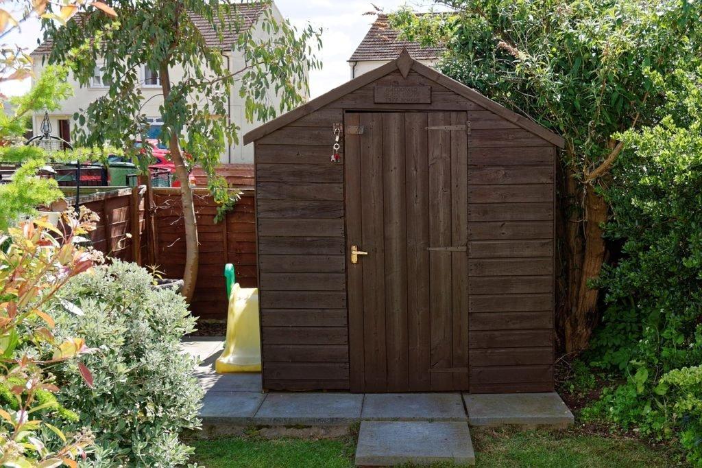 drevený záhradný domček na náradie