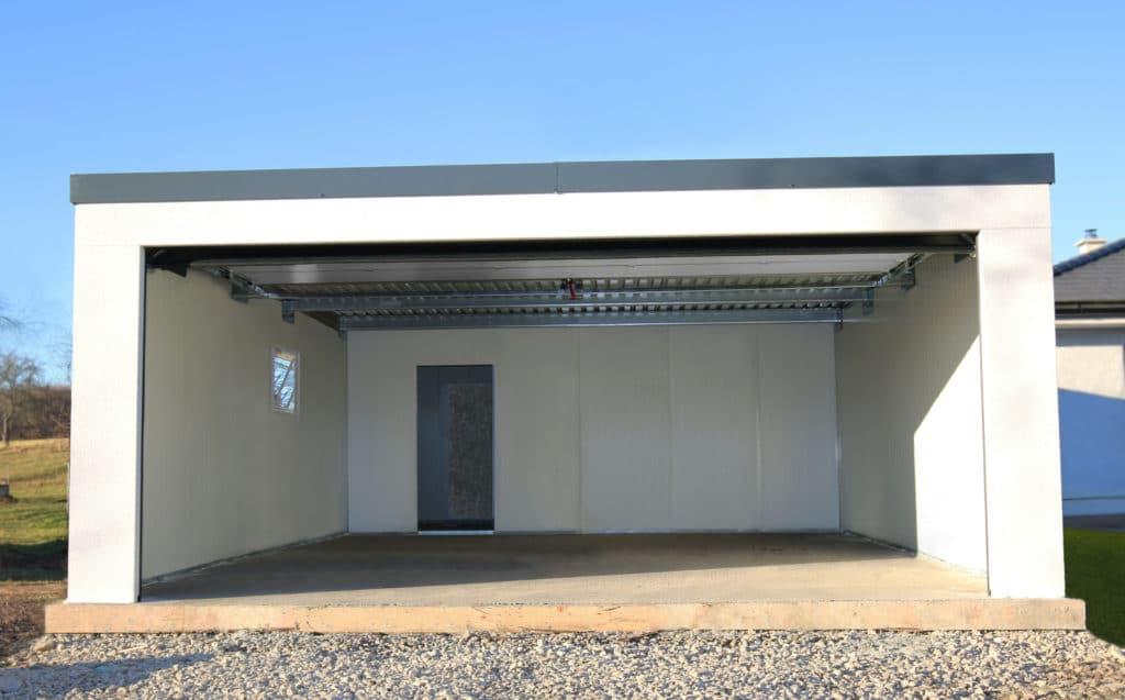Izolovaná garáž pre dve autá s rovnou strechou