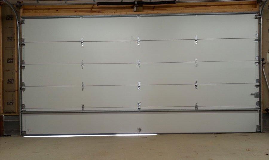 Garážová brána v garáži