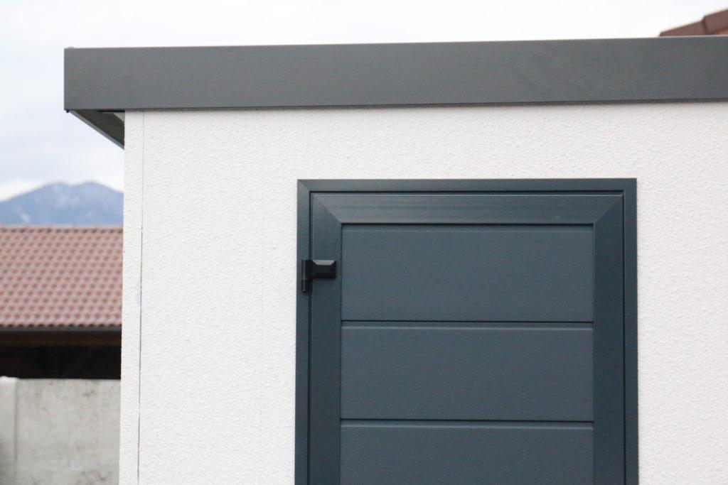 Detail dverí Hormann LPU 40 v antracitovej farbe