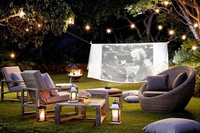 Domáce kino v záhrade