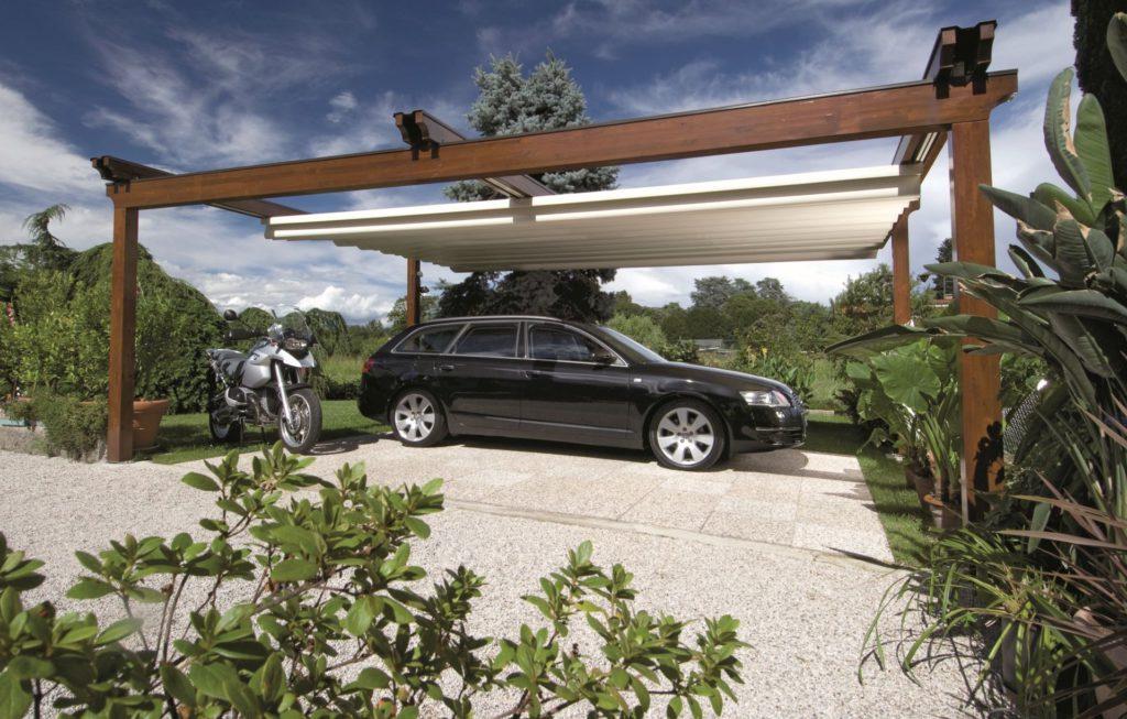Moderný prístrešok pre auto a motorku