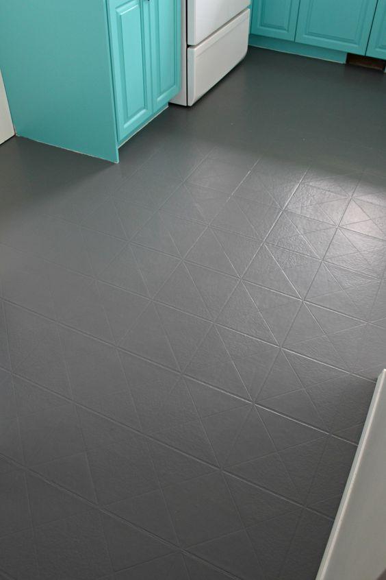 Plastová podlaha v sivej farbe