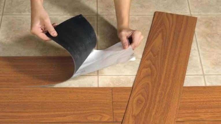 Laminátová podlaha v hnedej farbe