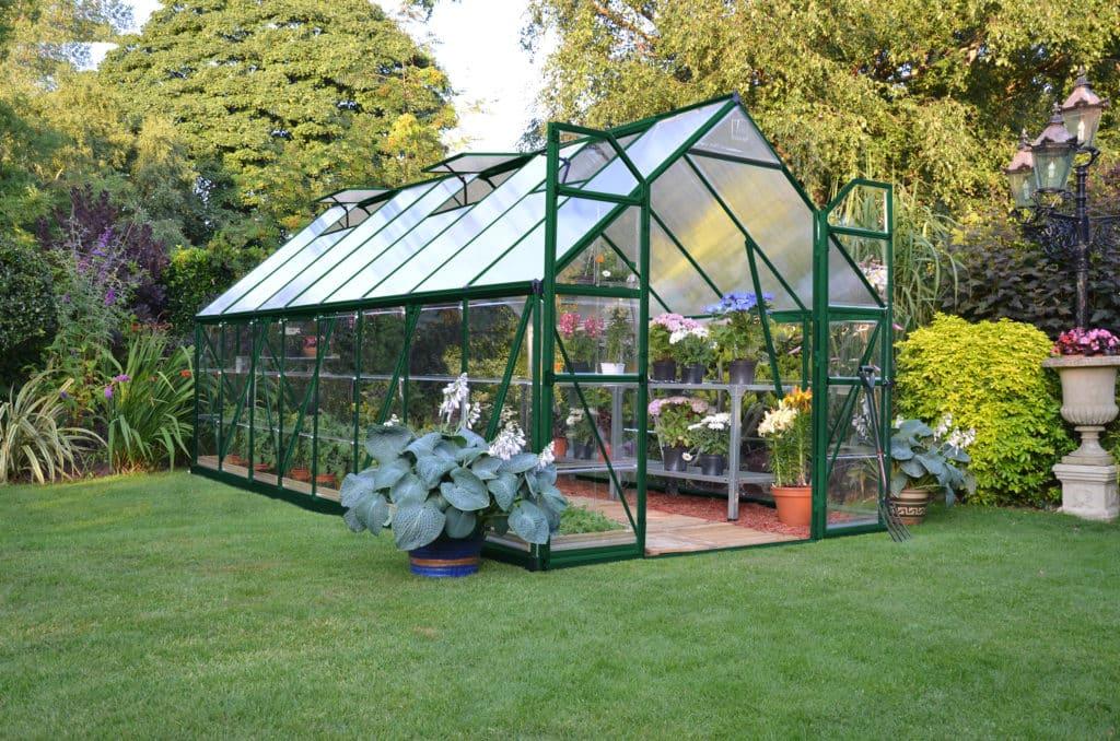Zelený skleník na záhrade