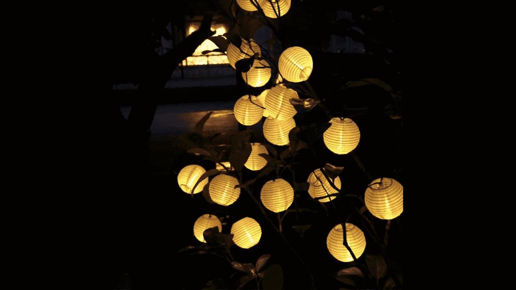 Svetielka na záhrade