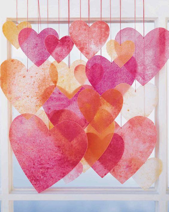 Farebné vysiace srdcia