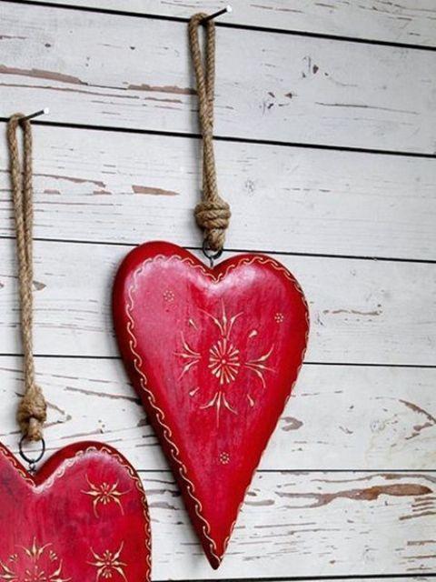 Zavesené červeneé umelé srdce