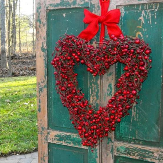Červený veniek z čerešní v tvare srdca