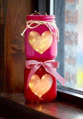 Sviečky vo farebných nádobach