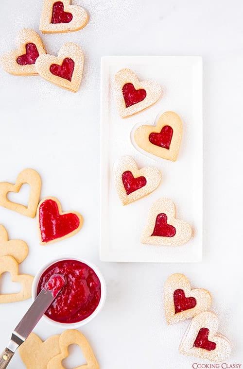 Valentínske pečivo v tvare srdiečok s džemom