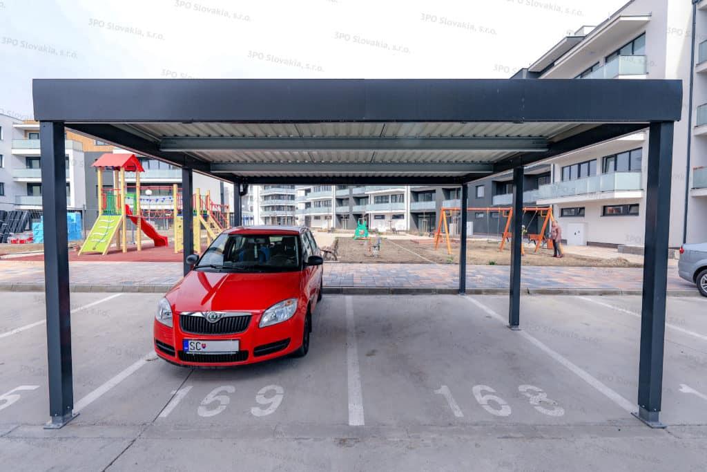 Dizajnový prístrešok ŠTANDARD pre dve autá pri bytovke