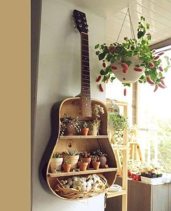 Polička z gitary