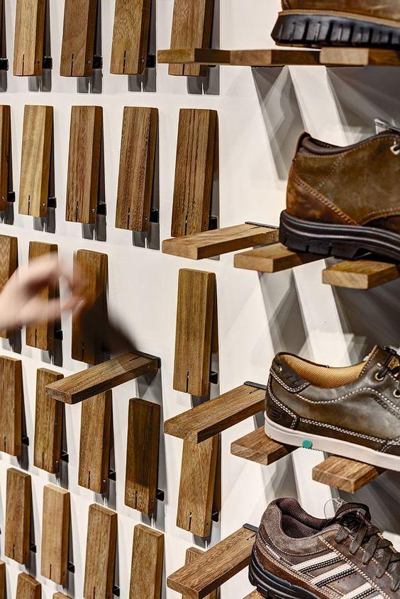 Drevená polička na topánky