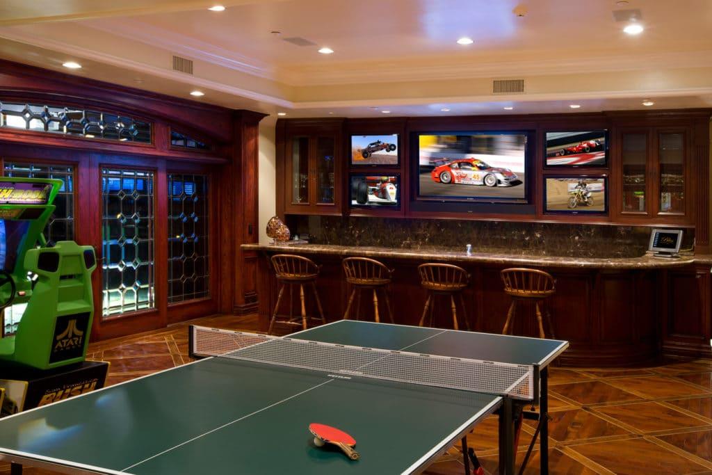 Ping-pong a bar v garáži