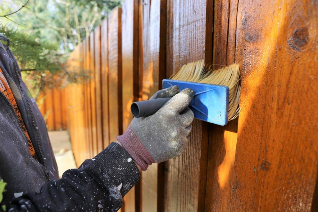 Maľovanie dreveného plota