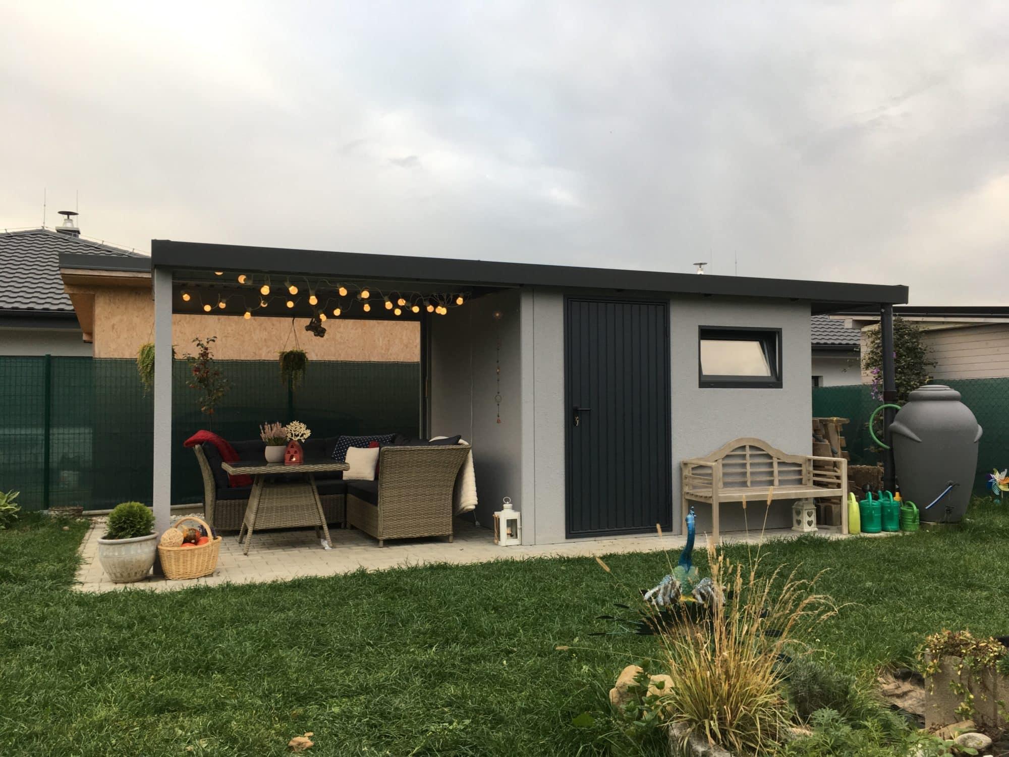 Montovaný záhradný domček GARDEON v svetlo-sivej omietke