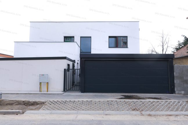Montovaný prístrešok SIEBAU s garážovou bránou