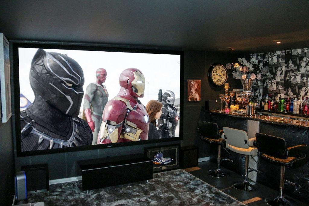 Domáce kino a bar
