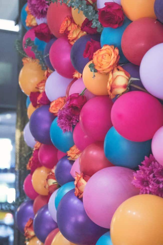 Farebné balóny s kvetmi