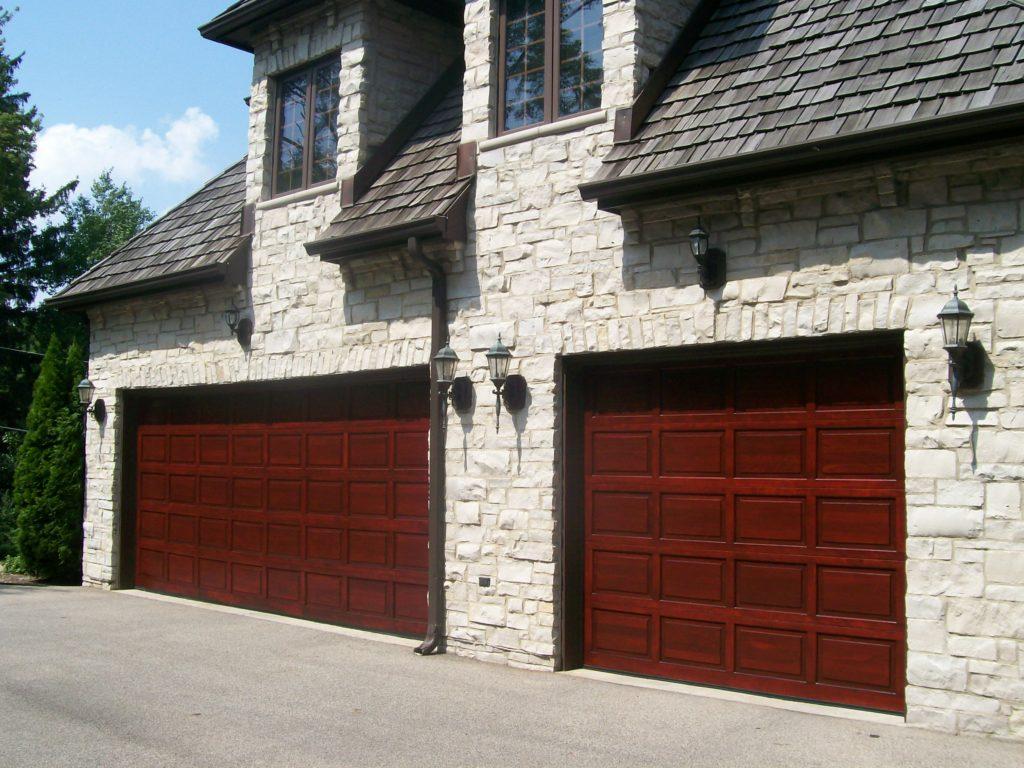 Hnedočervená garážová brána