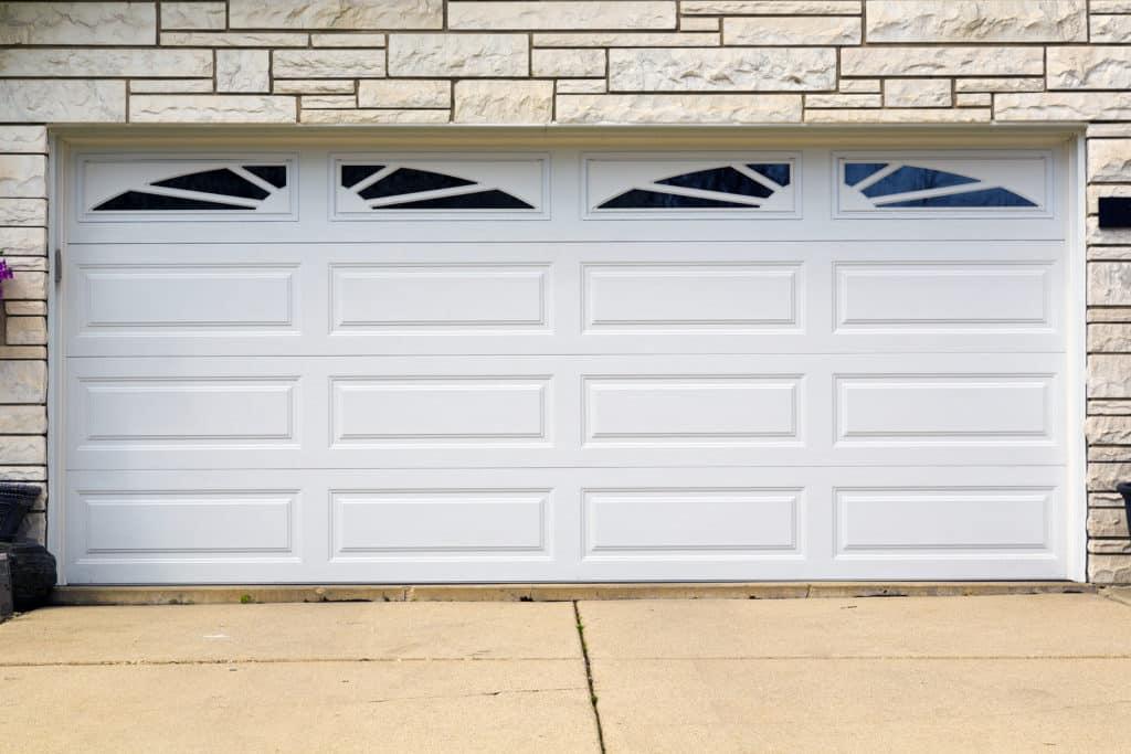 Biela garážová brána