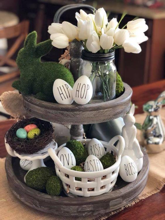 Dekorácia veľkonočných košíkov so zeleným zajačikom