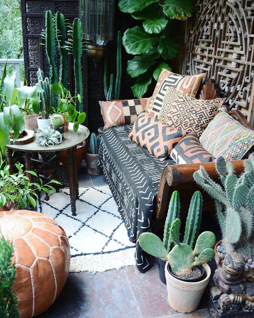 Kvetináče s kaktusmi