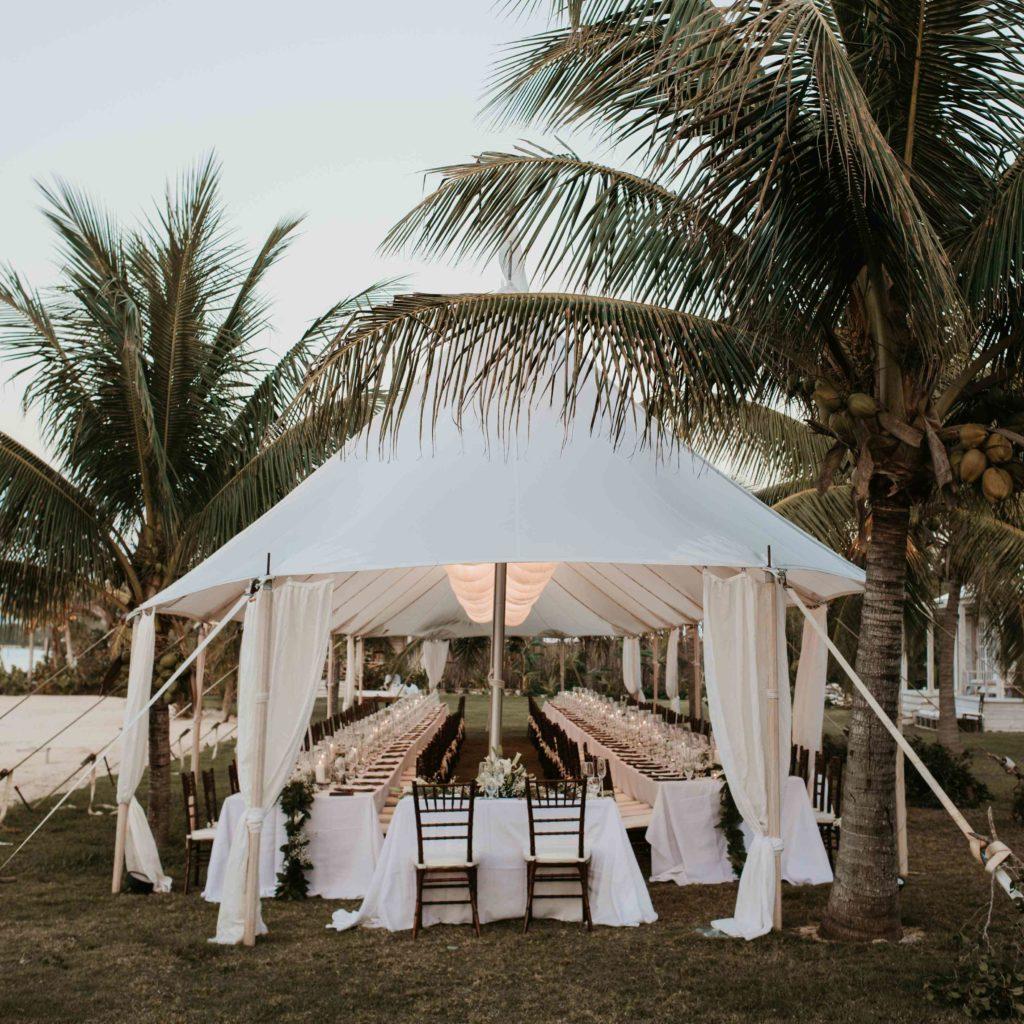 Biely svadobný stan