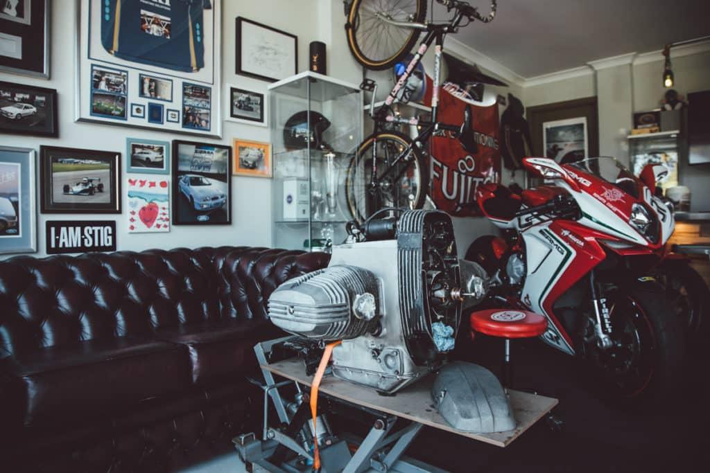 Garáž pre motorku