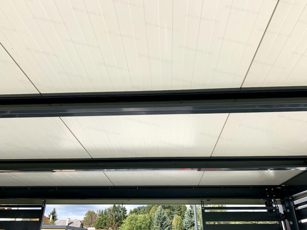 Izolovaný strop v bielej farbe na pergole GARDEON