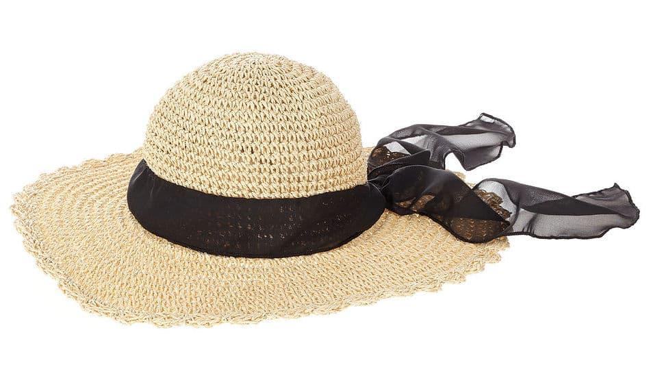 Slamený klobúk s čiernou šatkou