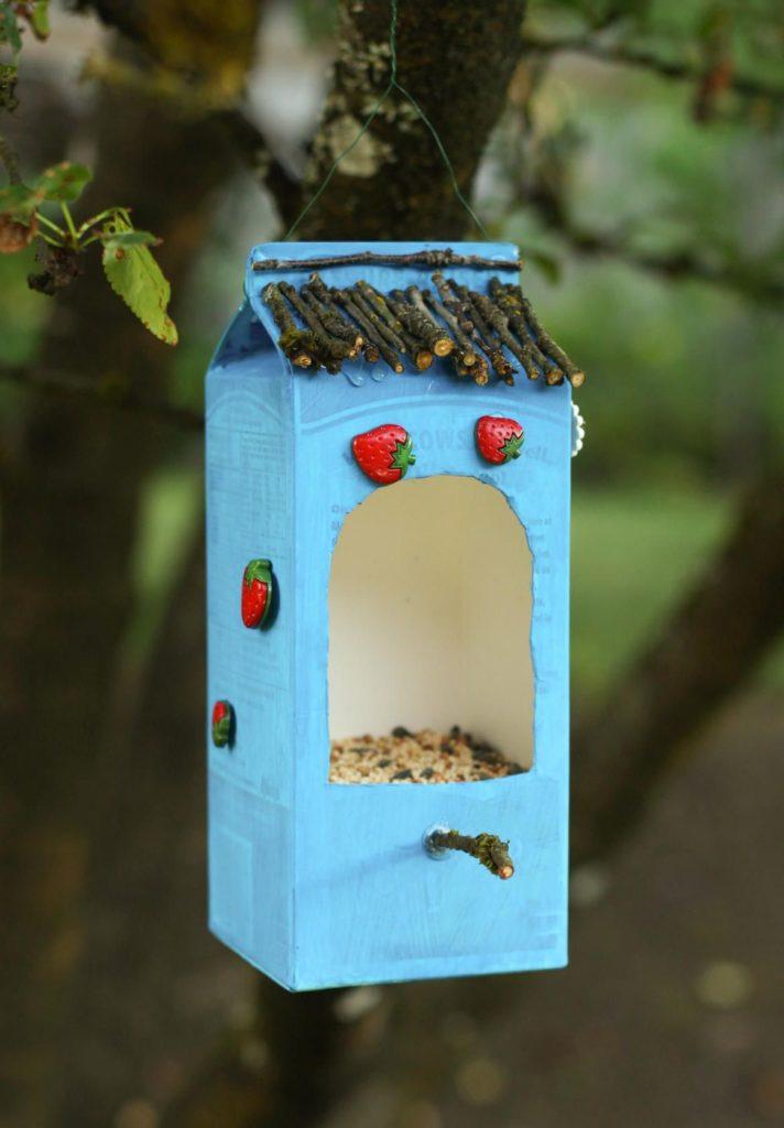 Modrý domček pre vtáčiky