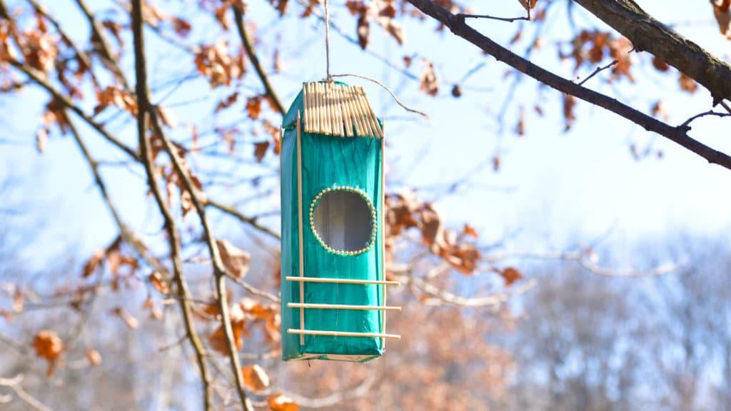 Tyrkysový domček pre vtáčiky