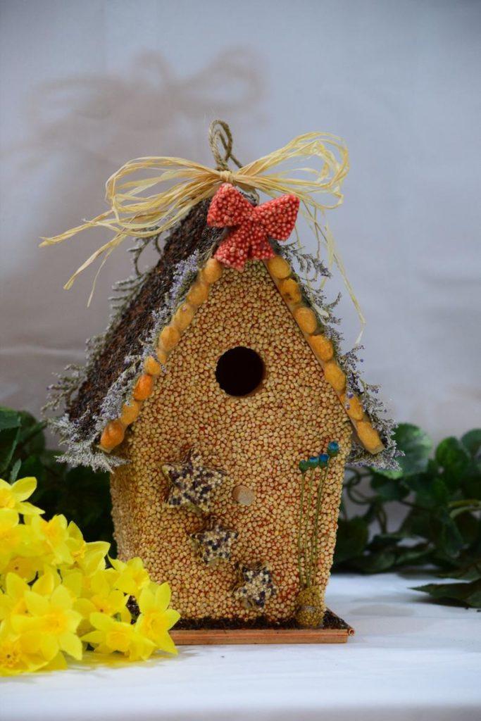 Jedlá búdka pre vtáčiky