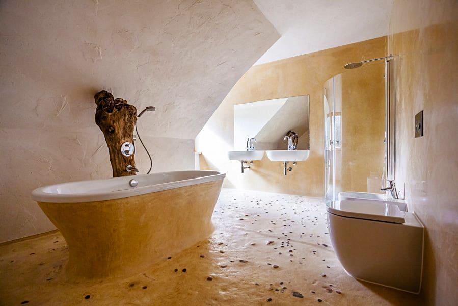 Hlinená ekopodlaha v kúpelni
